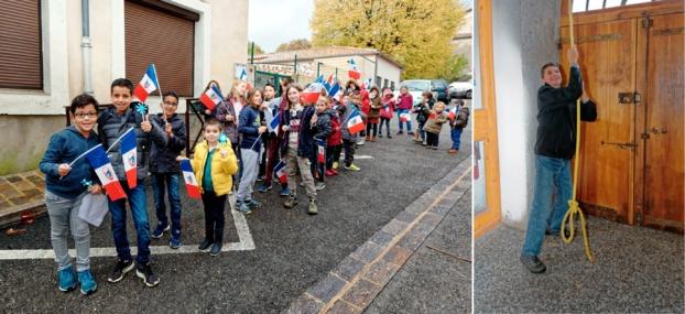 Les enfants de l'école impatients pendant que Serge PEYRE sonne le tocsin durant onze minutes ...